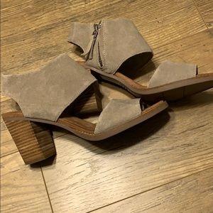 Toms tan leather heels